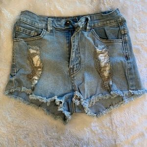 Detailed jean shorts